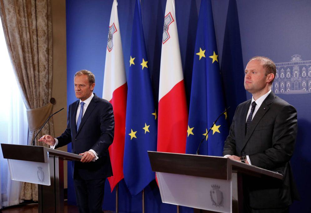 Foto: El presidente del Consejo Europeo, Donald Tusk, y el primer ministro de Malta, Joseph Muscat, en Valeta. (Reuters)