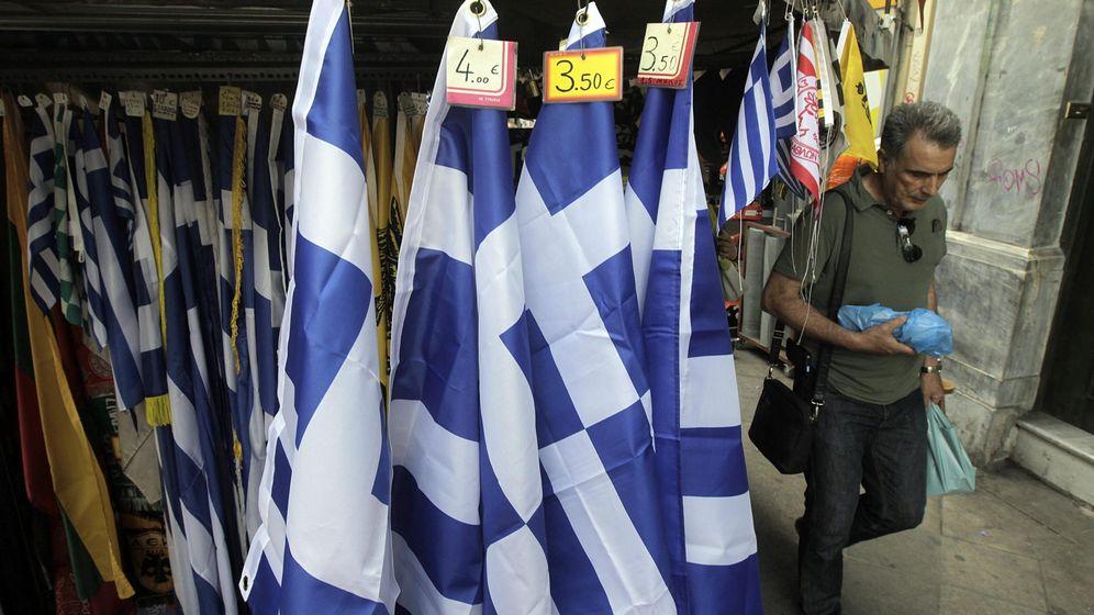 Foto: Imagen de archivo de varias banderas griegas. (EFE)
