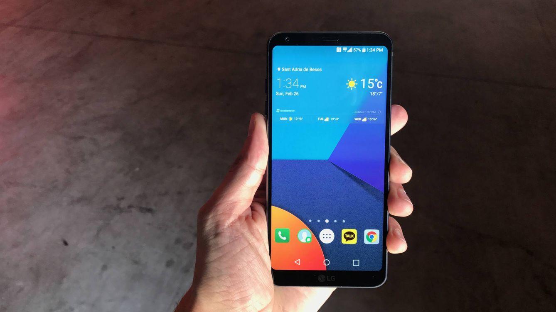 Así es el G6, el nuevo 'smartphone' estrella de LG: todo pantalla (y sin módulos)