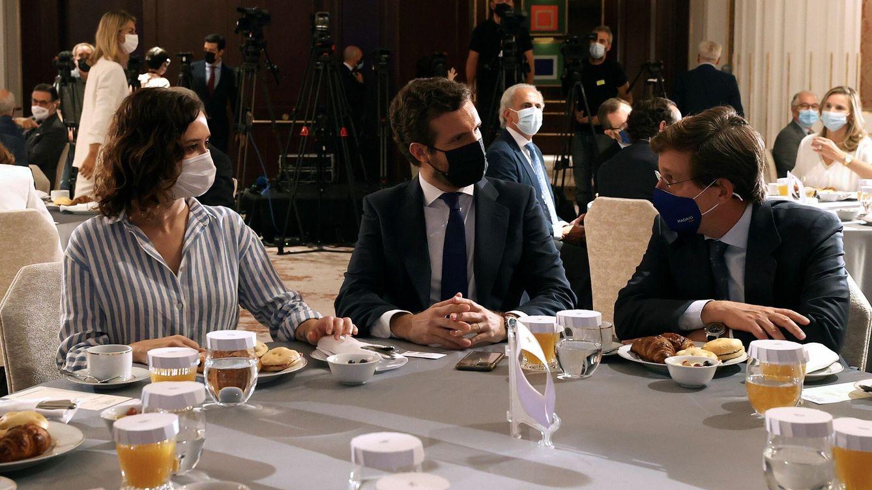 Génova se enroca en la tricefalia para Madrid y no moverá el congreso antes de primavera
