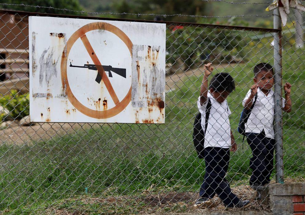 Foto: Dos niños en una escuela de Toribio (Efe)