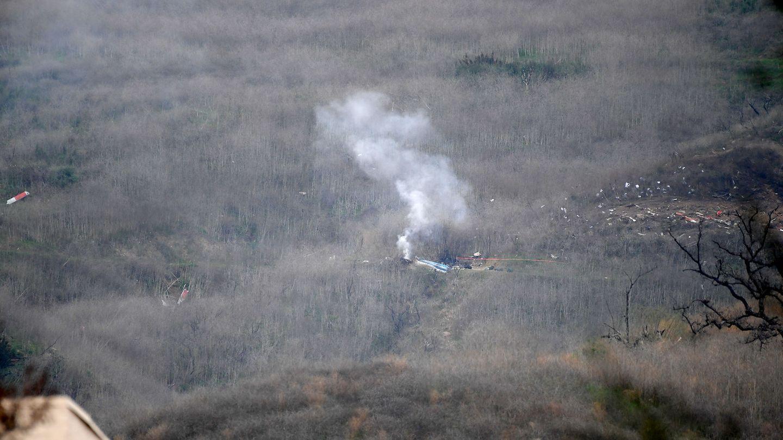 Los restos del helicóptero accidentado. (Reuters)