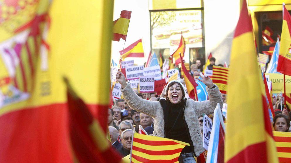 Miles de ciudadanos se manifiestan en defensa de la Constitución
