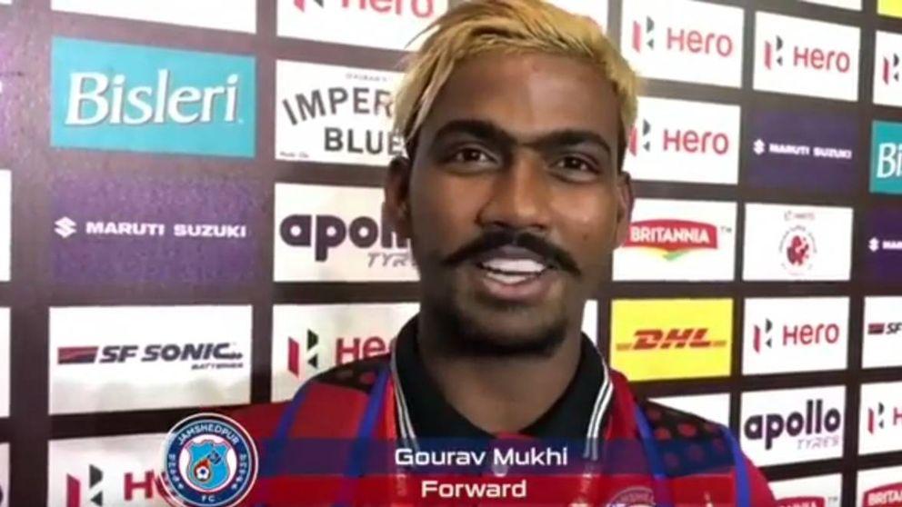 Un futbolista indio famoso por marcar un gol a los 16 años, suspendido por tener 28