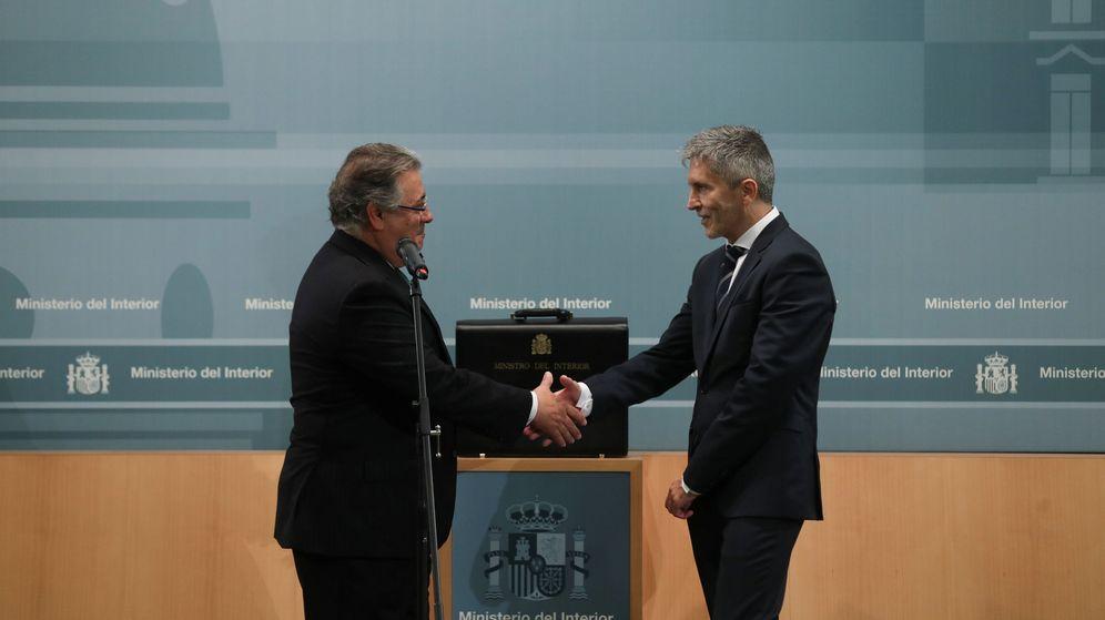 Foto: Juan Ignacio Zoido, en el traspaso de poderes con Fernando Grande-Marlaska. (EFE)