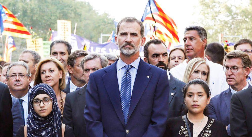 Foto: Felipe VI junto a varios políticos en la manifestación del año pasado. (EFE)