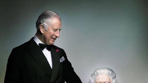 La intrahistoria de la curiosa estampa de Isabel II y el príncipe Carlos de Inglaterra