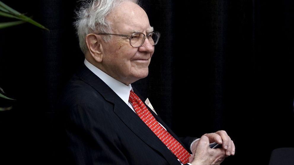 Buffett revela que invierte en Amazon e impulsa al gigante, al alza en bolsa