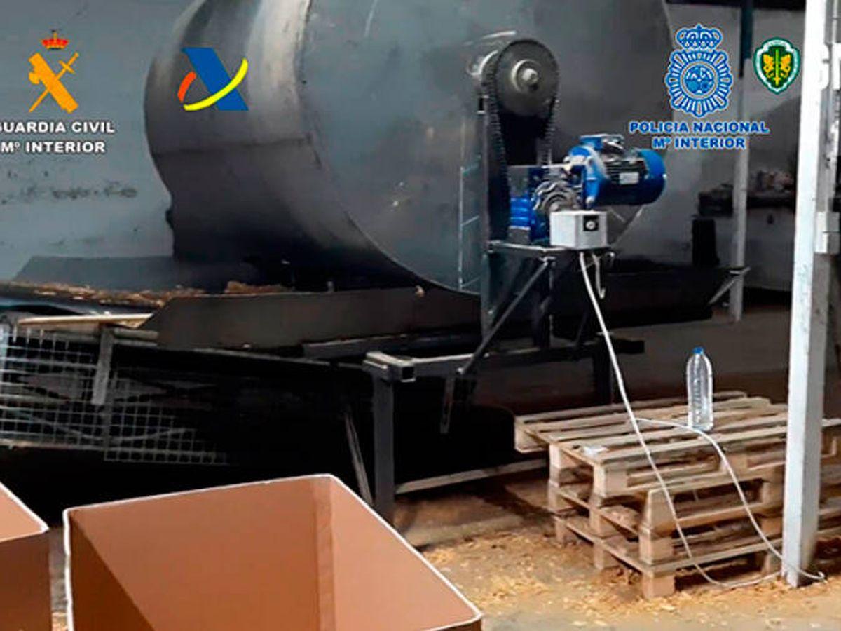 Foto: Encontraron 11 toneladas de tabaco crudo en los registros, así como todo tipo de maquinaria (Guardia Civil)
