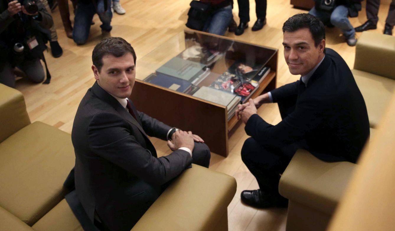 Reunión entre Albert Rivera y Pedro Sánchez. (EFE)