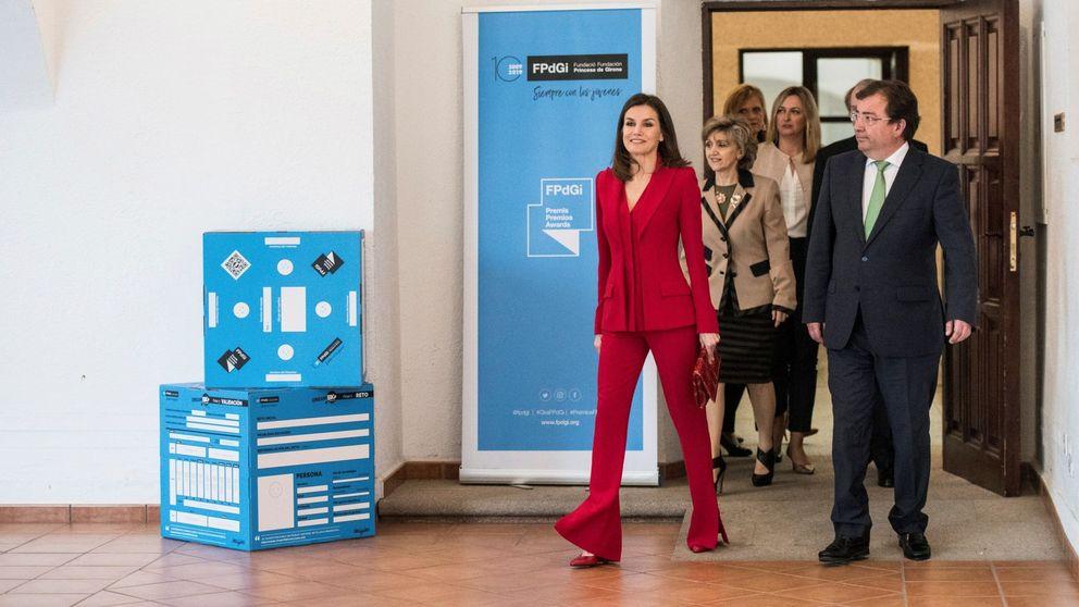 Vuelve el 'efecto Letizia': todas las celebs llevan su traje de chaqueta rojo