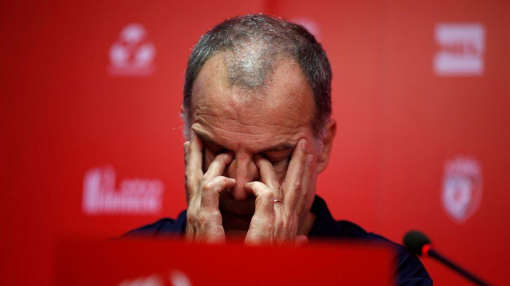 Foto: Marcelo 'El Loco' Bielsa en su primera rueda de prensa como entrenador el Lille OSC (Reuters)