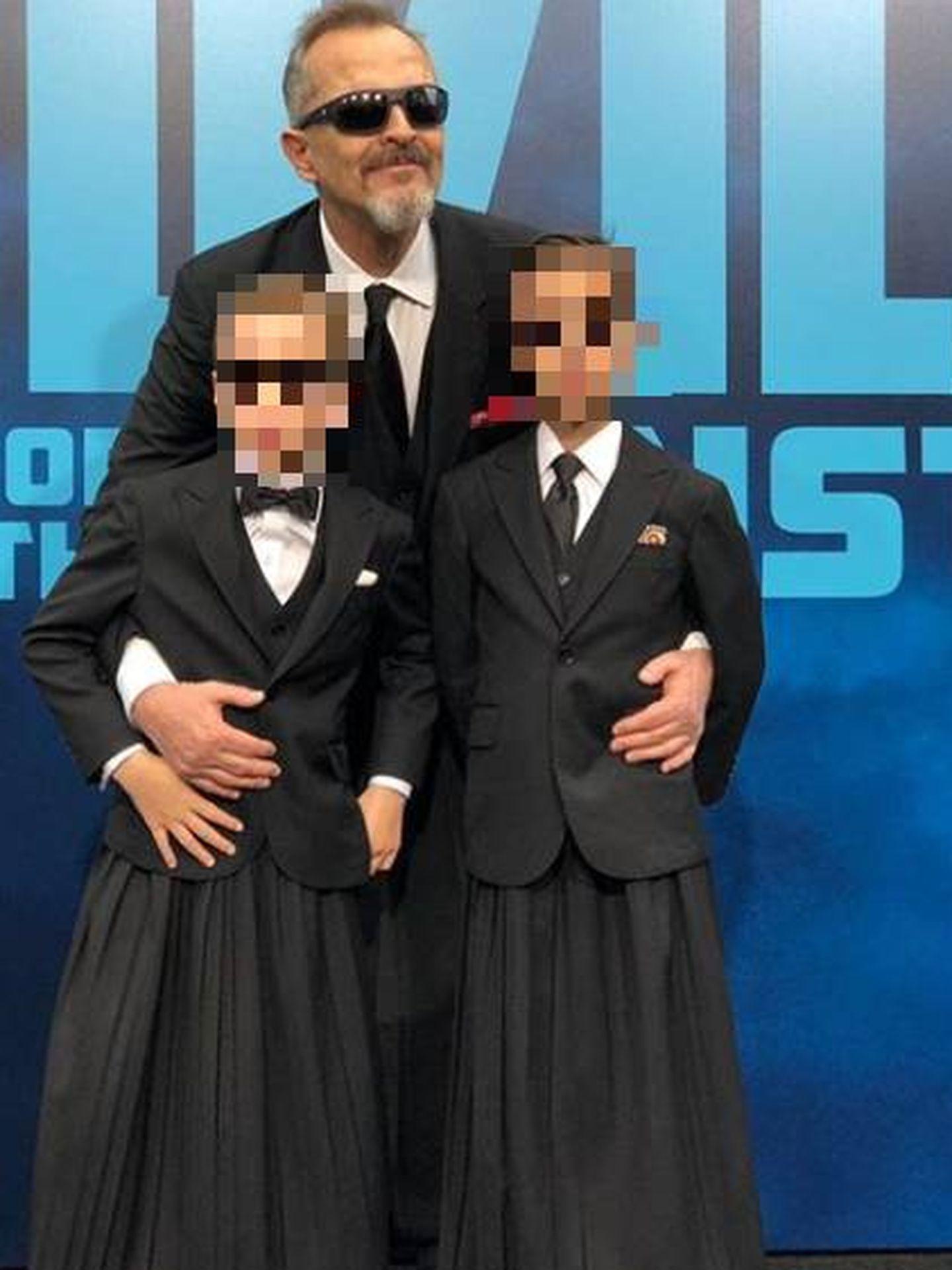 Miguel Bosé, con sus hijos. (IG)