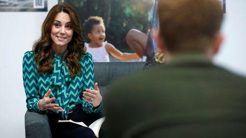 Camisas con lazo al cuello, el tip de moda que une a Kate Middleton y Victoria de Suecia