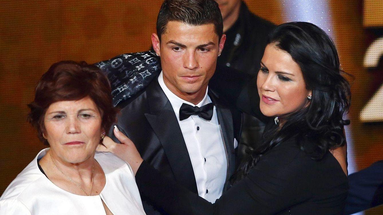 Foto: Cristiano Ronaldo junto a su madre y su hermana, Katia Aveiro, en una imagen de archivo (Reuters)