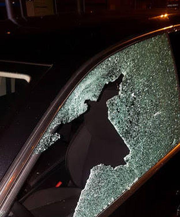 Foto: Imagen del VTC al que han disparado en Avenida del Mediterráneo. (Cedida)
