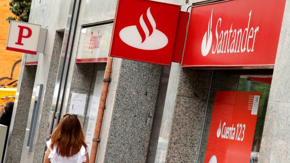 Foto: Oficinas del Banco Popular y del Santander. (EFE)