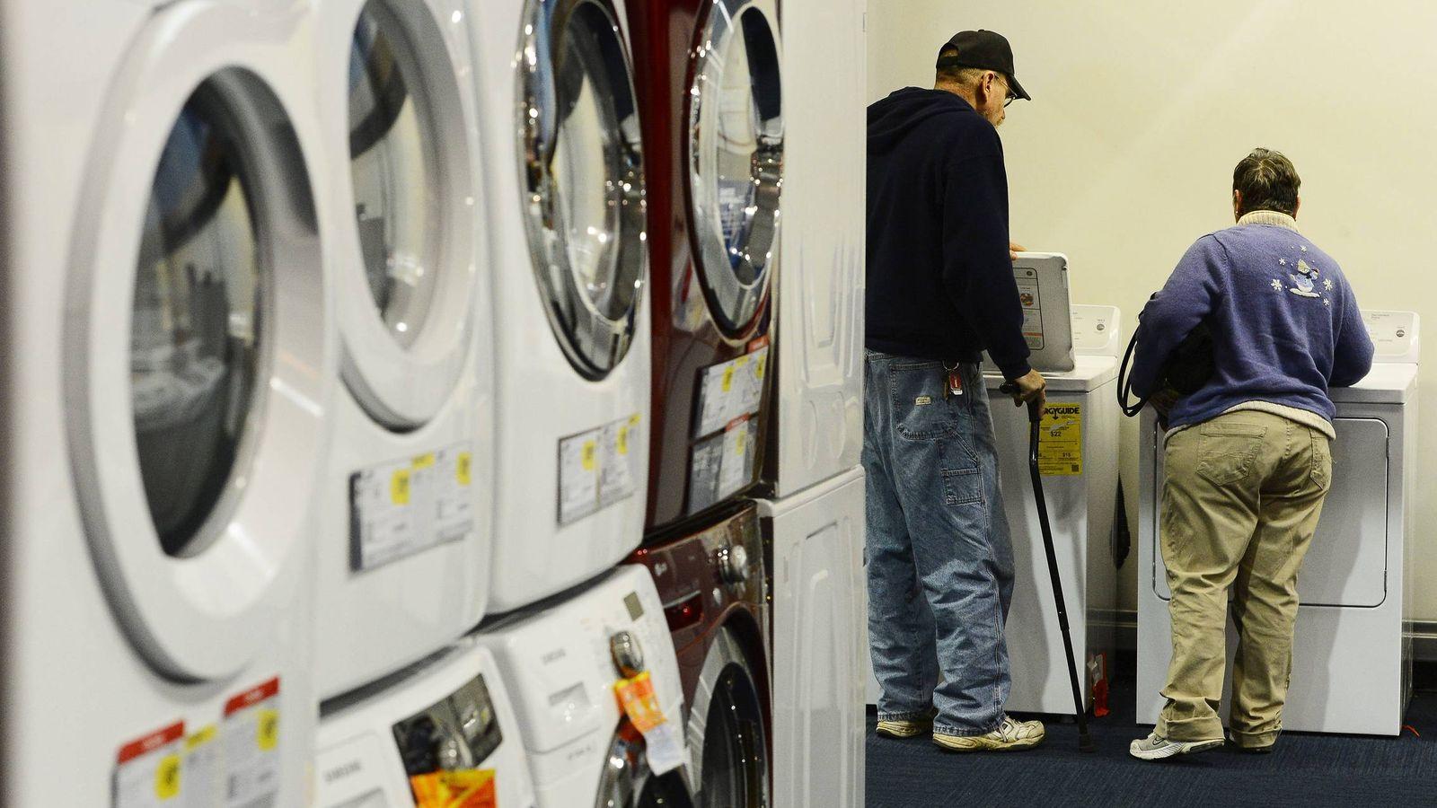 Foto: Las lavadoras duran ahora 11,9 años, dos menos que hace una década. (EFE)