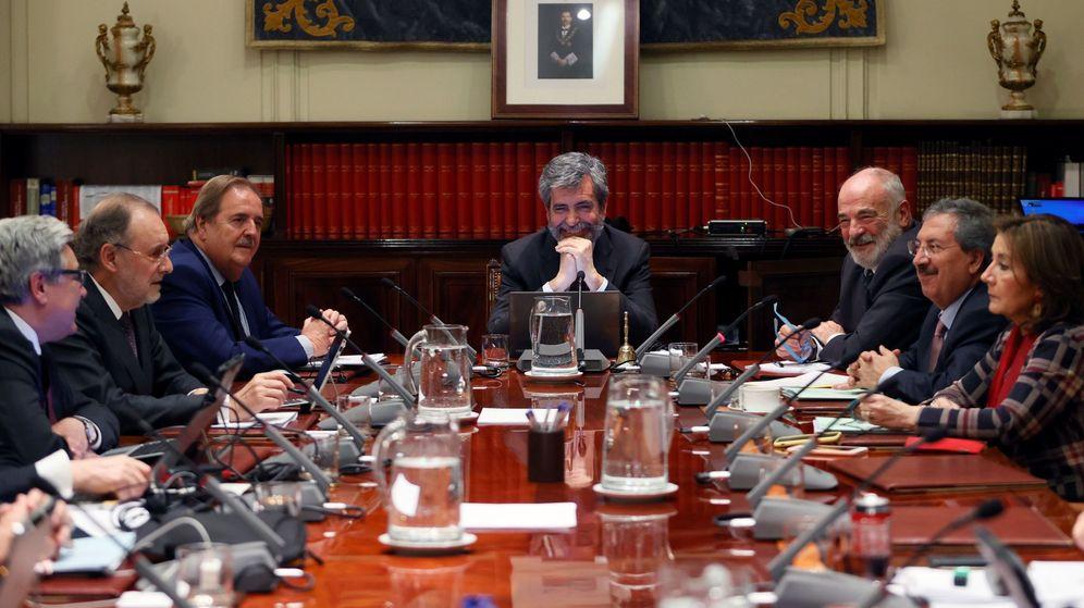 Foto: El presidente del Consejo General del Poder Judicial (CGPJ), Carlos Lesmes (c), preside este jueves el pleno. (EFE)