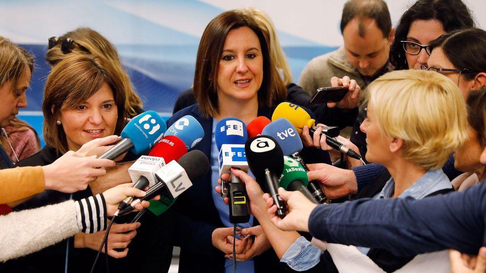 Foto: La candidata del PP a la alcaldía de Valencia, María José Catalá, junto a Isabel Bonig (i). (EFE)