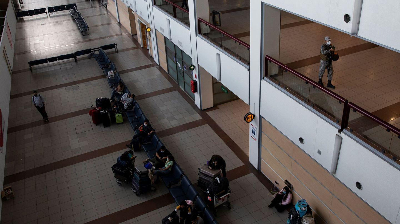 Aeropuerto de Santiago de Chile, con fuertes restricciones. (EFE)