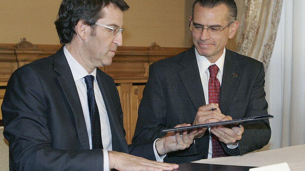 Foto: Feijóo, con el director general de Pemex, Juan José Suárez Coppel, durante la firma del acuerdo de colaboración en 2012. (EFE)