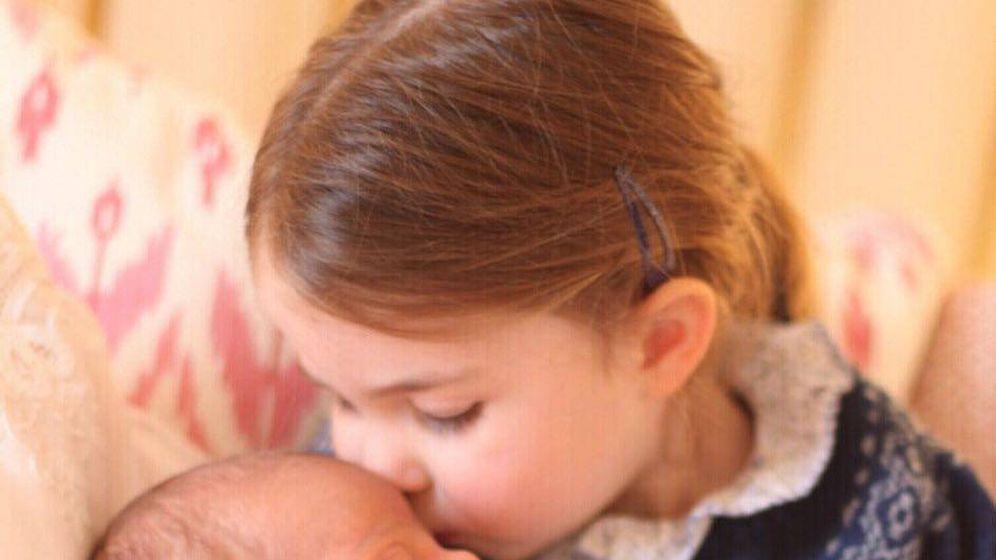 Foto: Carlota, con su hermano menor. (IG. Kensington Palace)
