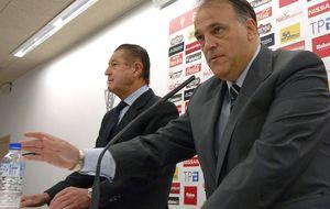 Javier Tebas hace sus cuentas: acabar con 'Rojadirecta' y dar todo el fútbol bajo pago