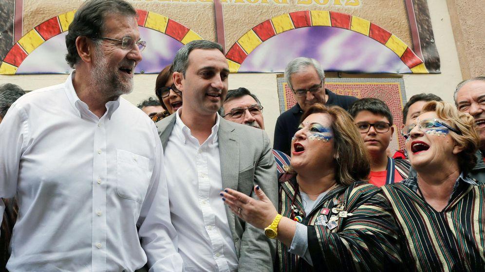 Foto: El presidente del Gobierno, Mariano Rajoy (i), junto al presidente de la Diputación de Alicante, César Sánchez, ayer. (EFE)
