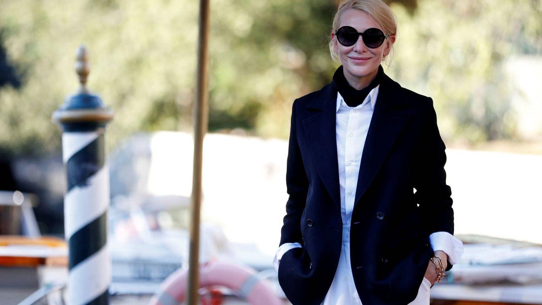 El look navy de Cate Blanchett ante el que ha sucumbido toda Venecia