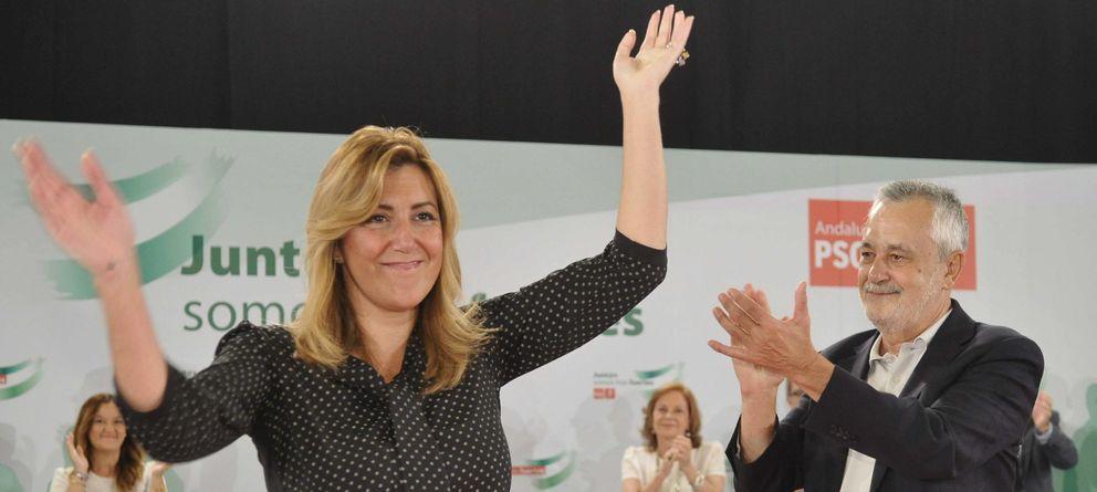 Foto: José Antonio Griñán y su sucesora al frente de la Junta de Andalucía, Susana Díaz (EFE)