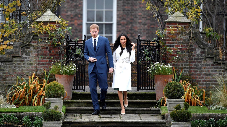 Harry y Meghan, en los jardines de Kensington Palace. (Gtres)