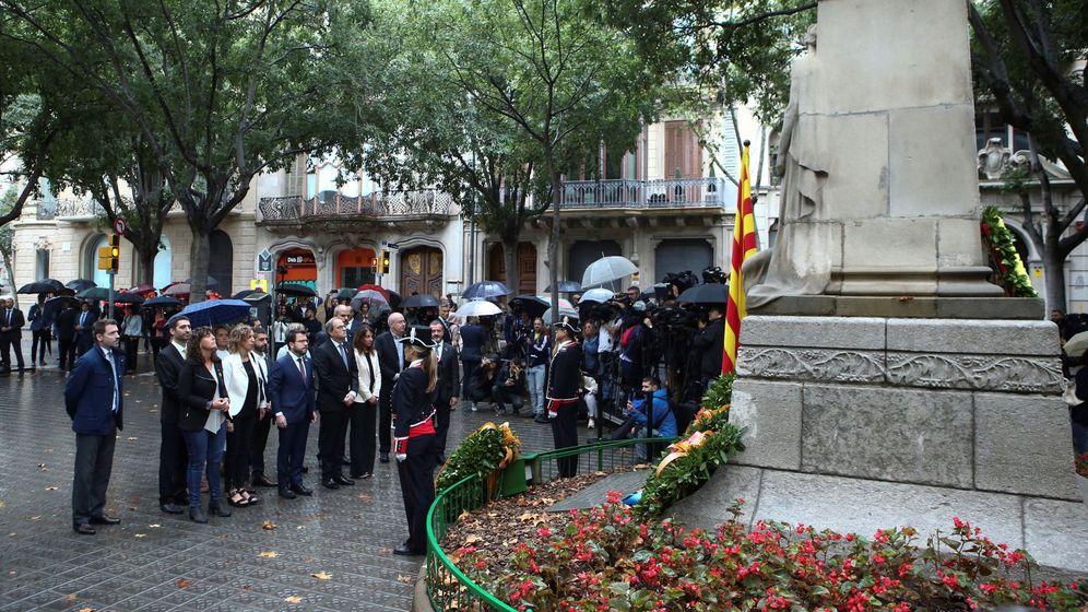 Foto: El Presidente de la Generaliat, Quim Torra (c), encabeza la ofrenda floral del Govern al monumento a Rafael de Casanova. (EFE)