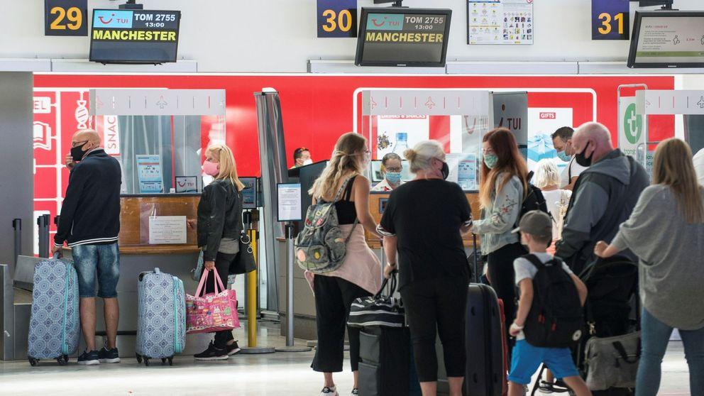 Reino Unido asesta otro golpe al turismo: desaconseja viajar a Canarias y Baleares