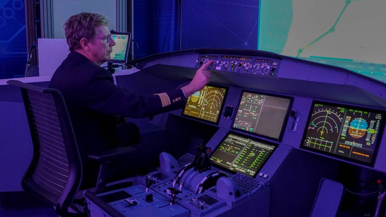 Un Tesla con alas: así es 'volar' en el avión del futuro que cambiará botones por pantallas