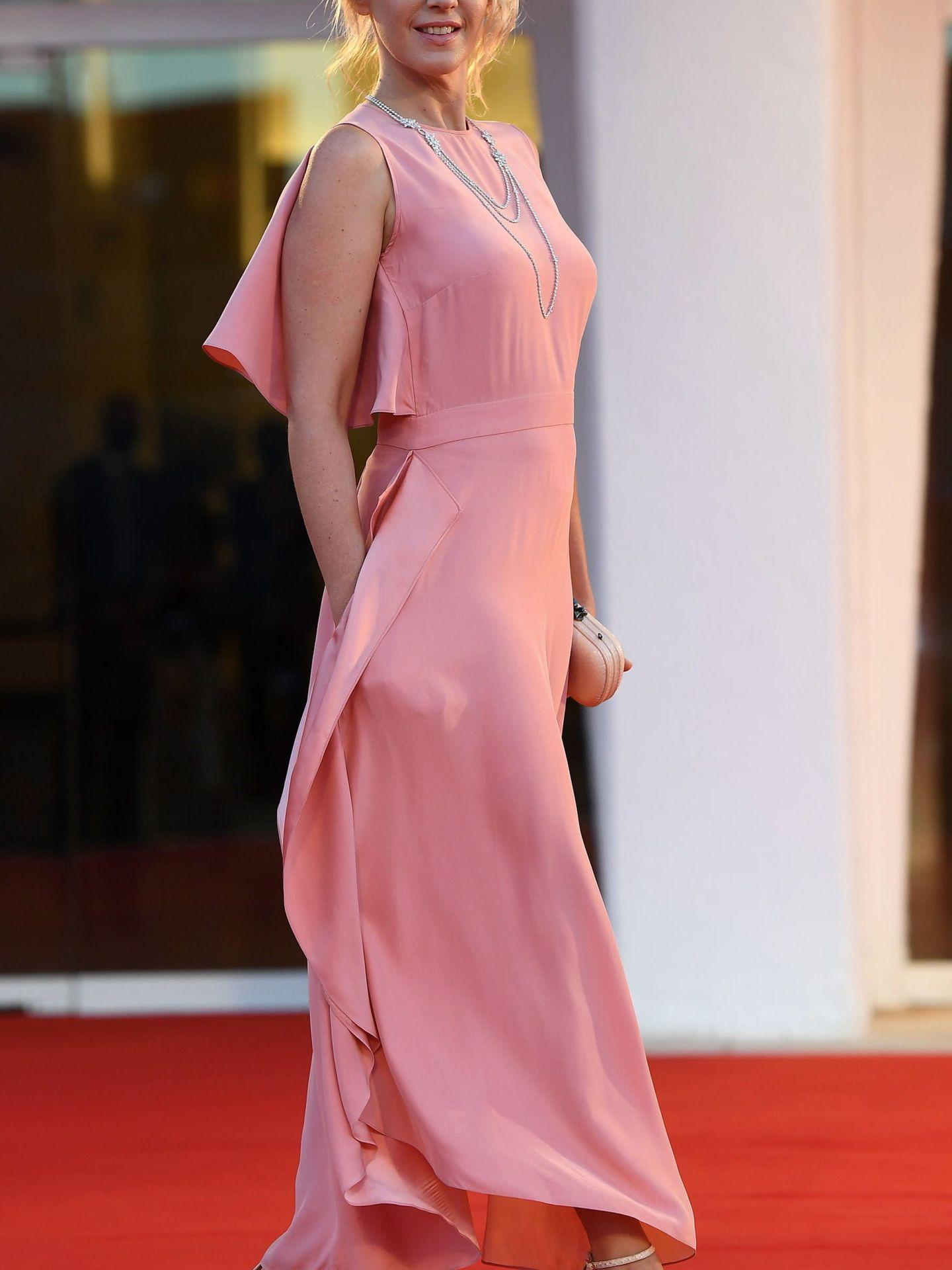 Ludivine Sagnier, en la presentación de 'Amants (Lovers)' con un vestido de raso en color rosa. (EFE)