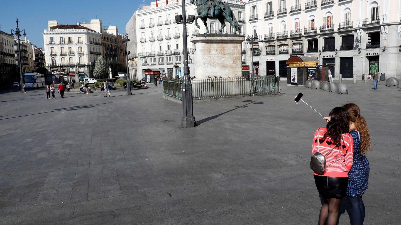 La Puerta del Sol de Madrid, casi desierta este 14 de marzo. (EFE)