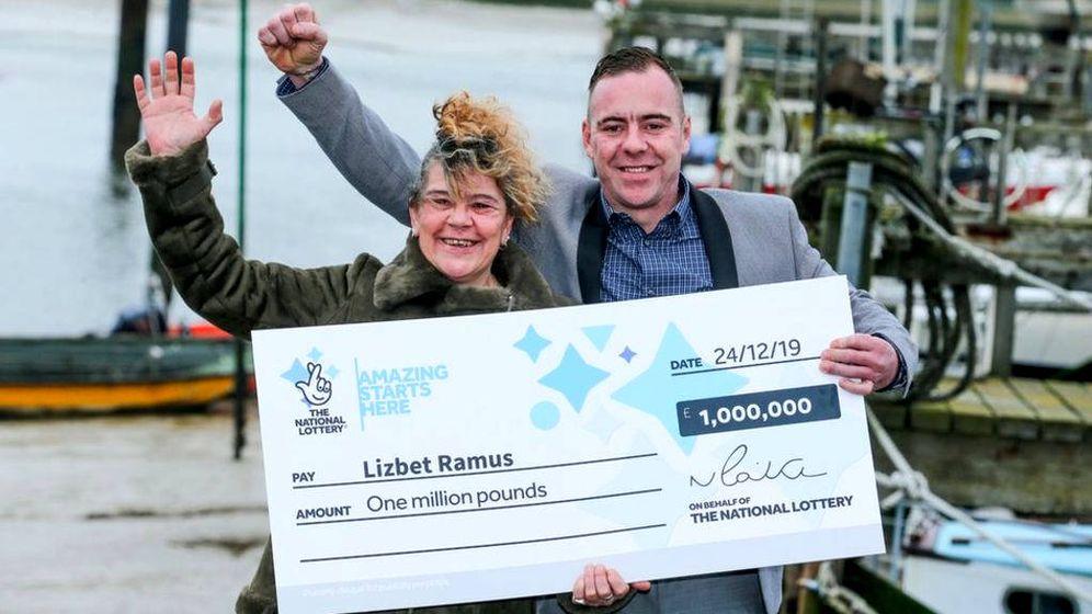 Foto: Lizbet Ramus cree que ha ganado un millón a la lotería gracias a la intervención mágica de su madre por Navidad (Foto: National Lottery)