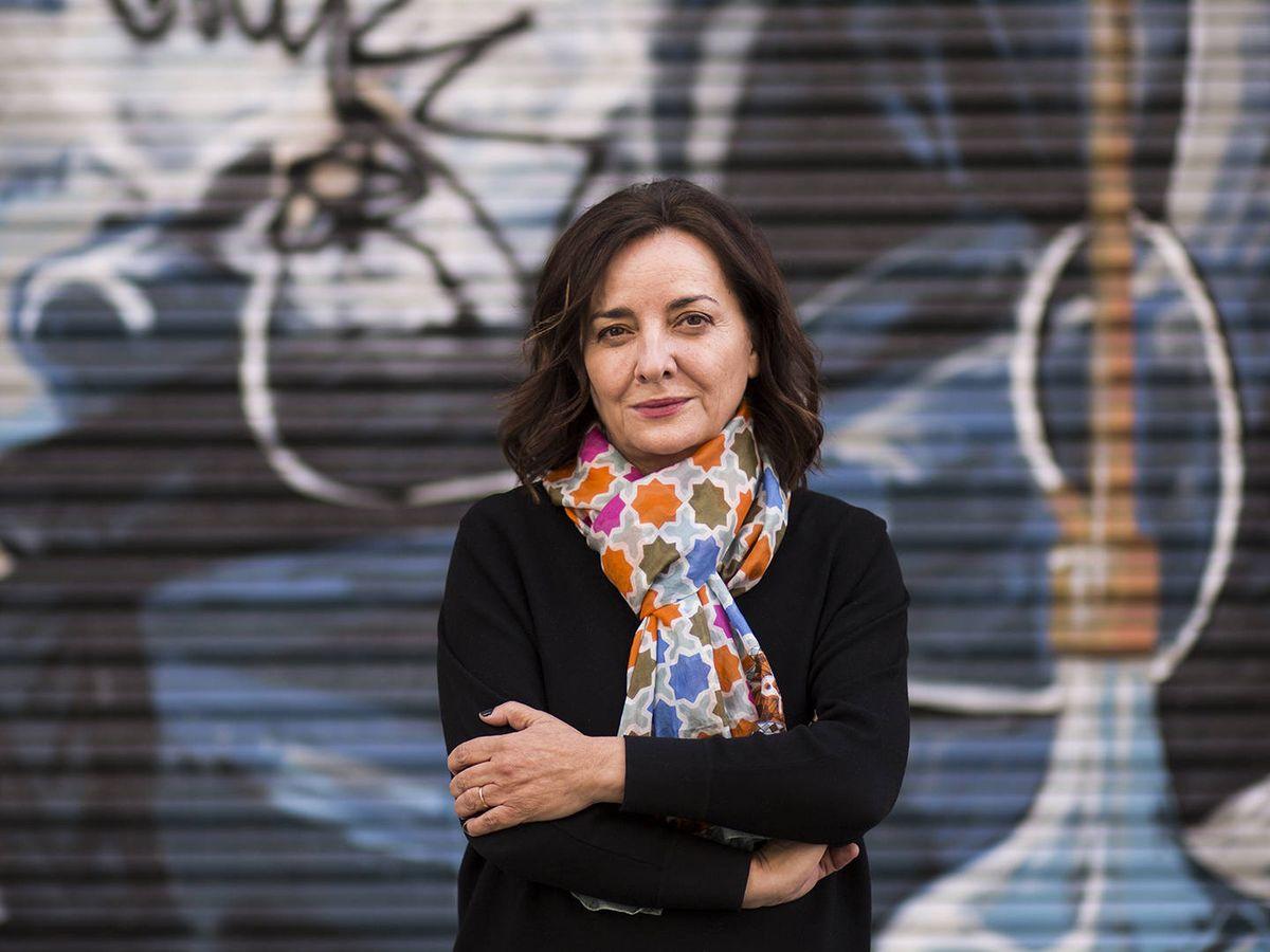 Foto: La nueva directora de 'El País', Pepa Bueno, durante una entrevista con El Confidencial. (Alejandro Martínez Vélez)