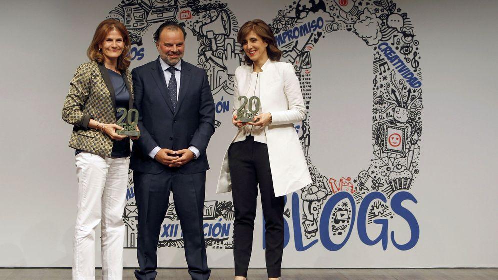 Foto: Fernando de Yarza, presidente de Henneo, junto a Fuencisla Clemares, directora de Google España (i) y Pilar López, presidenta de Microsoft España. (EFE)