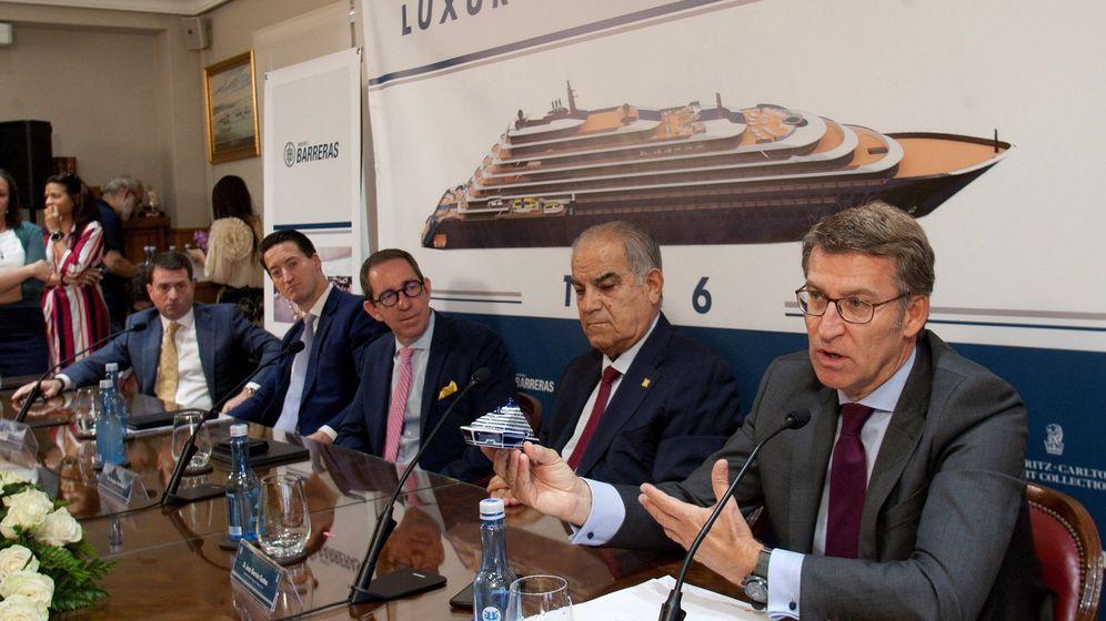 Foto: Reunión y formalización del acuerdo entre The Ritz-Carlton y el astillero Barreras de Vigo. (EFE)