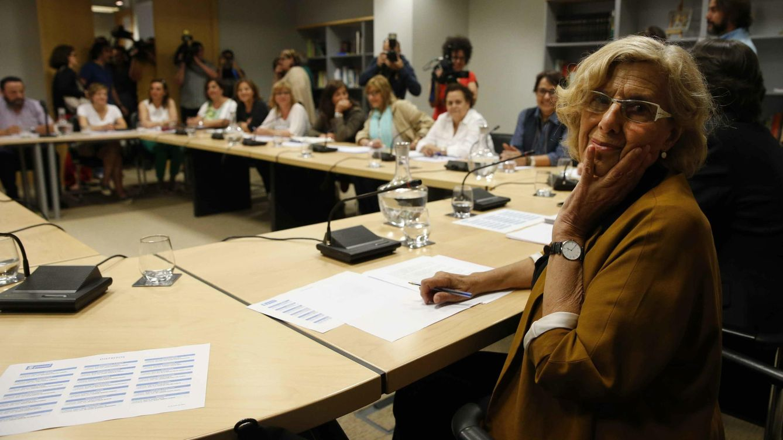 Carmena y sus ediles cobrarán lo mismo que los del PP en junio y donarán el 'excedente'