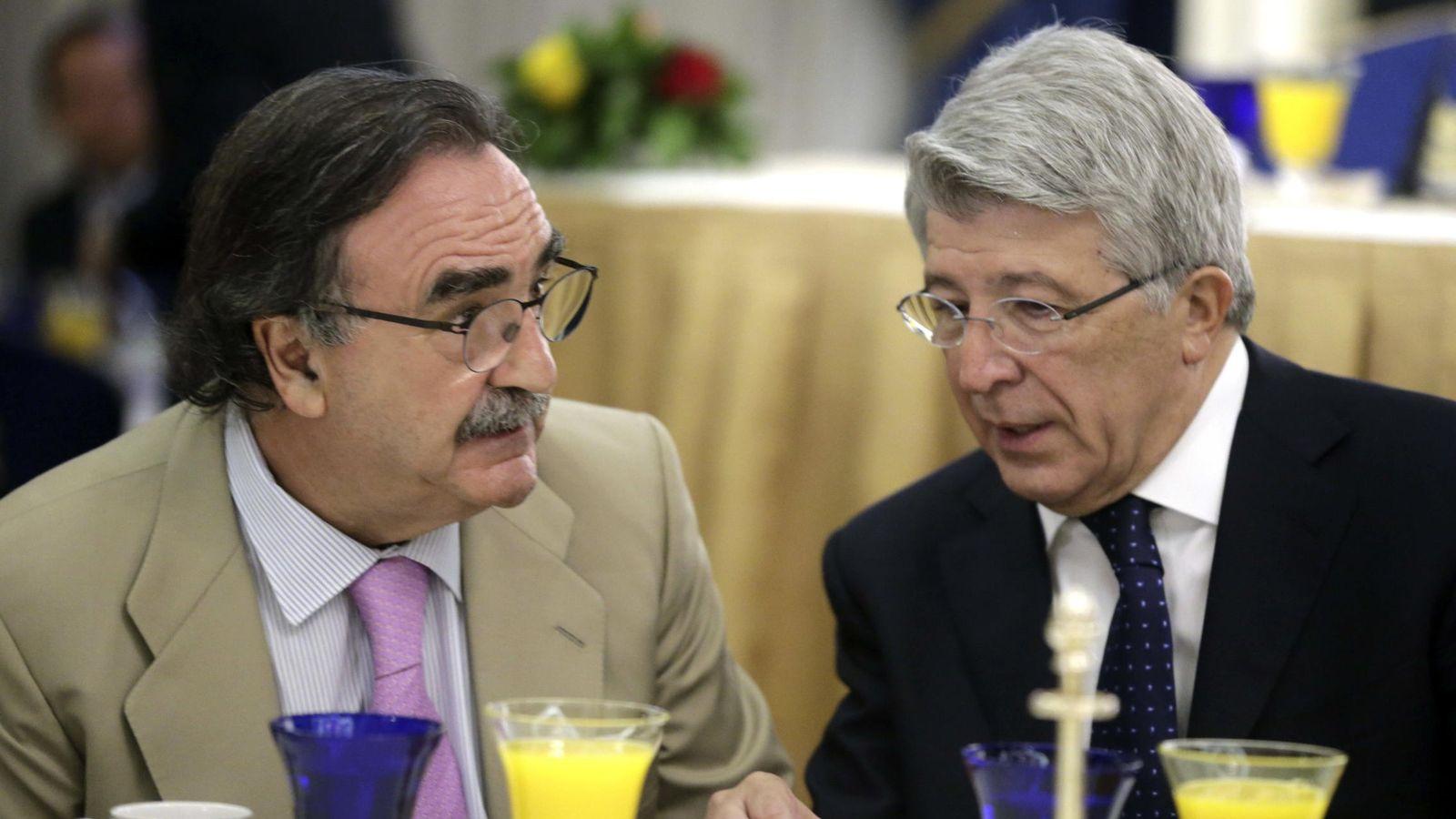 Foto: El presidente de Kiss FM, Blas Herrero, con Enrique Cerezo. (EFE)