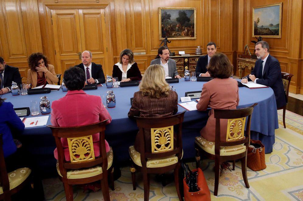 Foto: El Rey preside el primer Consejo de Ministros deliberativo con Pedro Sánchez de presidente, este 18 de febrero en la Zarzuela. (EFE)