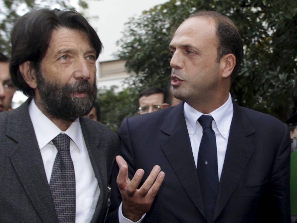 Foto: Cacciari (con barba), cuando era alcalde de Venecia, en 2009. (Reuters)