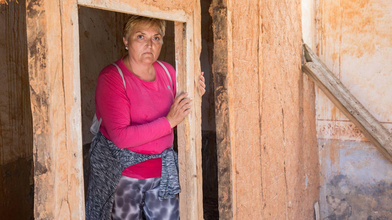 Lourdes Simal es la única persona que acude regularmente a La Mercadera. (D.B.)