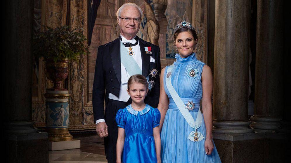 Foto: El rey, Victoria y Estelle. (Kungahuset)