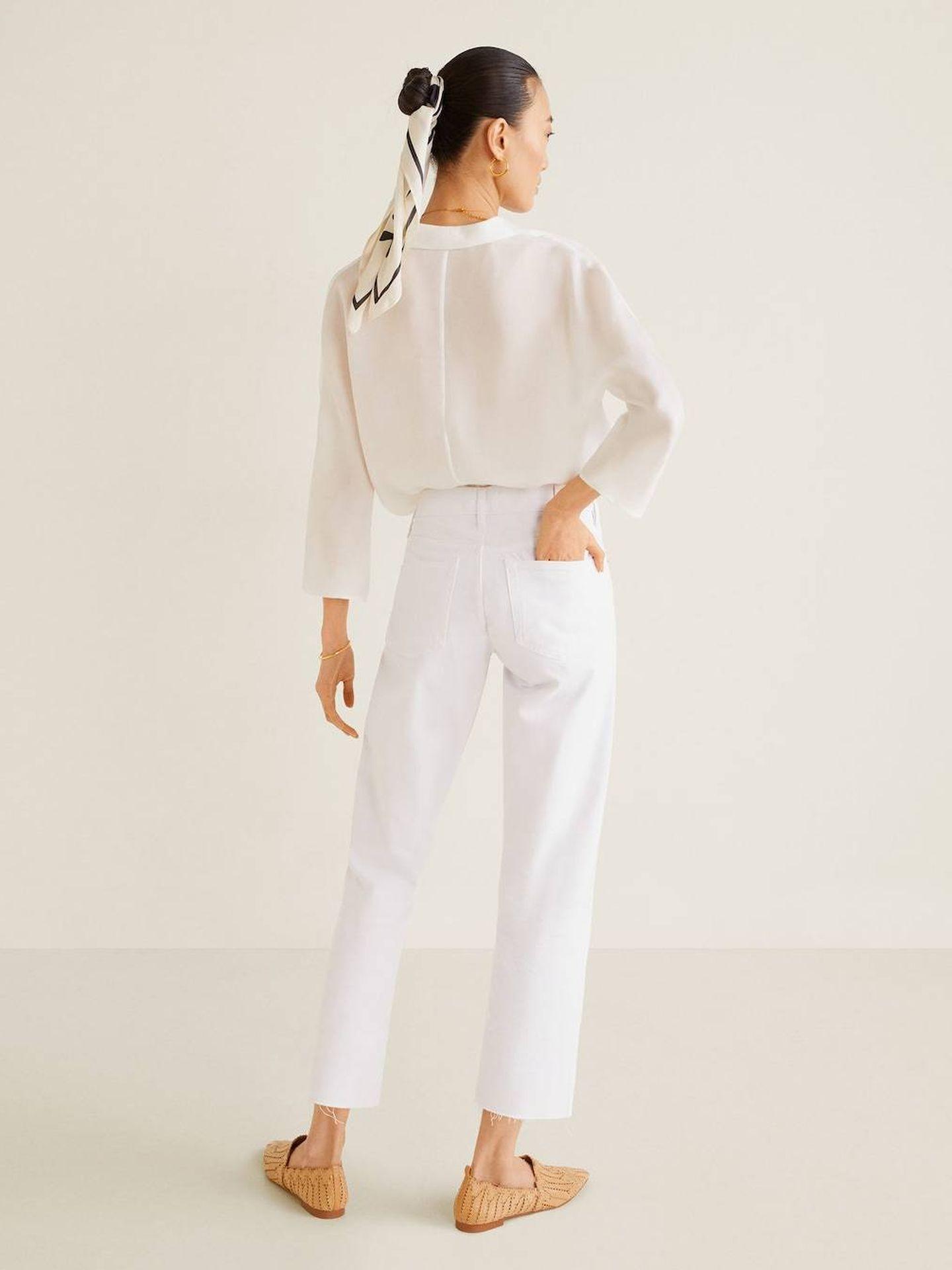 El pantalón vaquero blanco de Mango Outlet. (Cortesía)