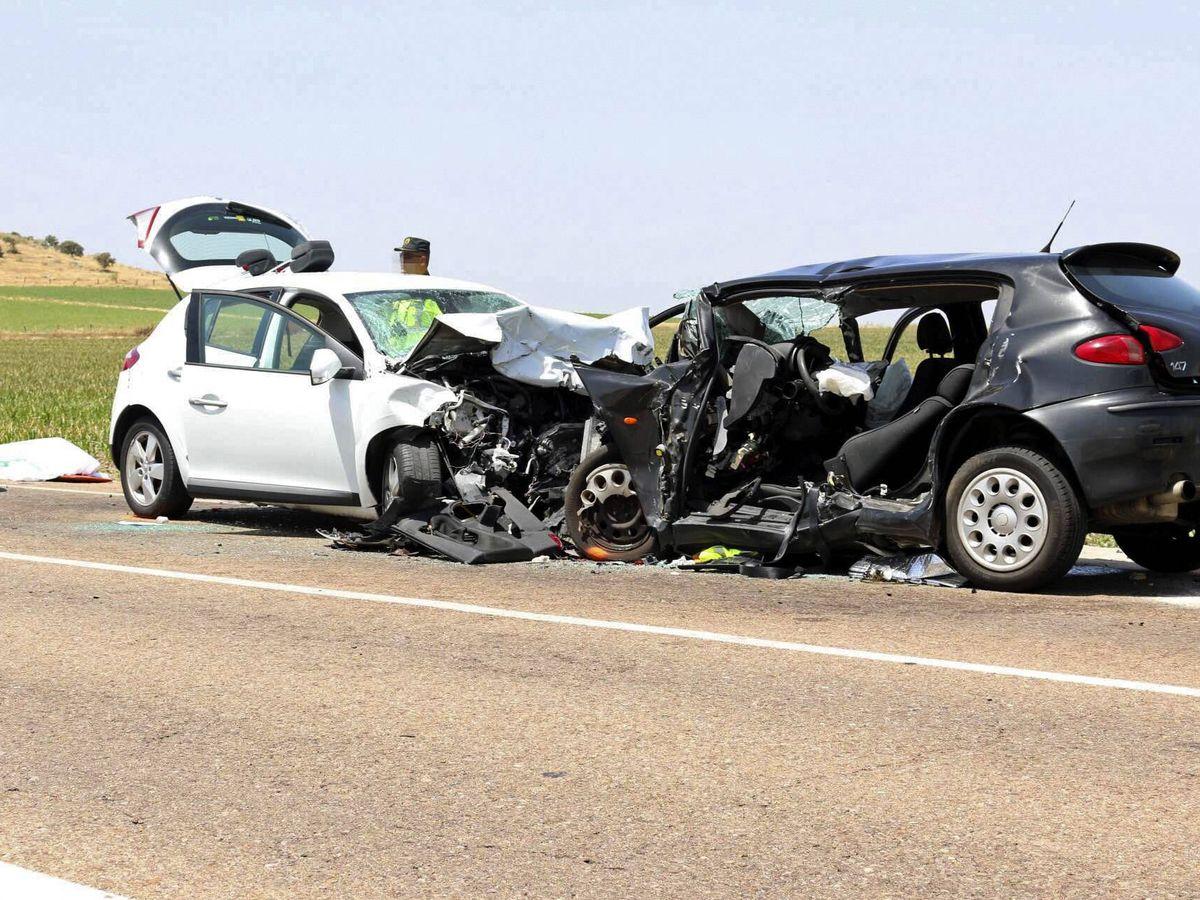 Foto: Imagen de archivo de un accidente de tráfico en la provincia de Badajoz. (EFE)