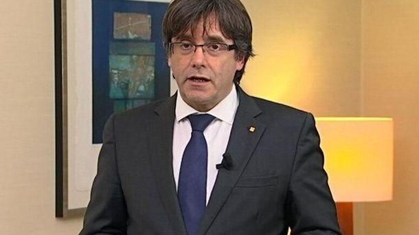 Foto: Fotografía facilitada por TV3 del mensaje de vídeo grabado en Bélgica por el expresidente de la Generalitat. (EFE)